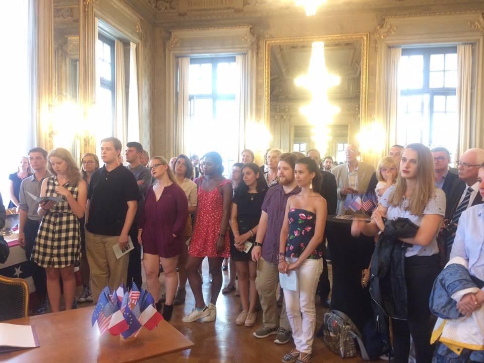 Présents à Rennes Le 4 Juillet, Les étudiants L'Université De Rochester (NY) Ont Célébré En France La Fête Nationale Américaine.
