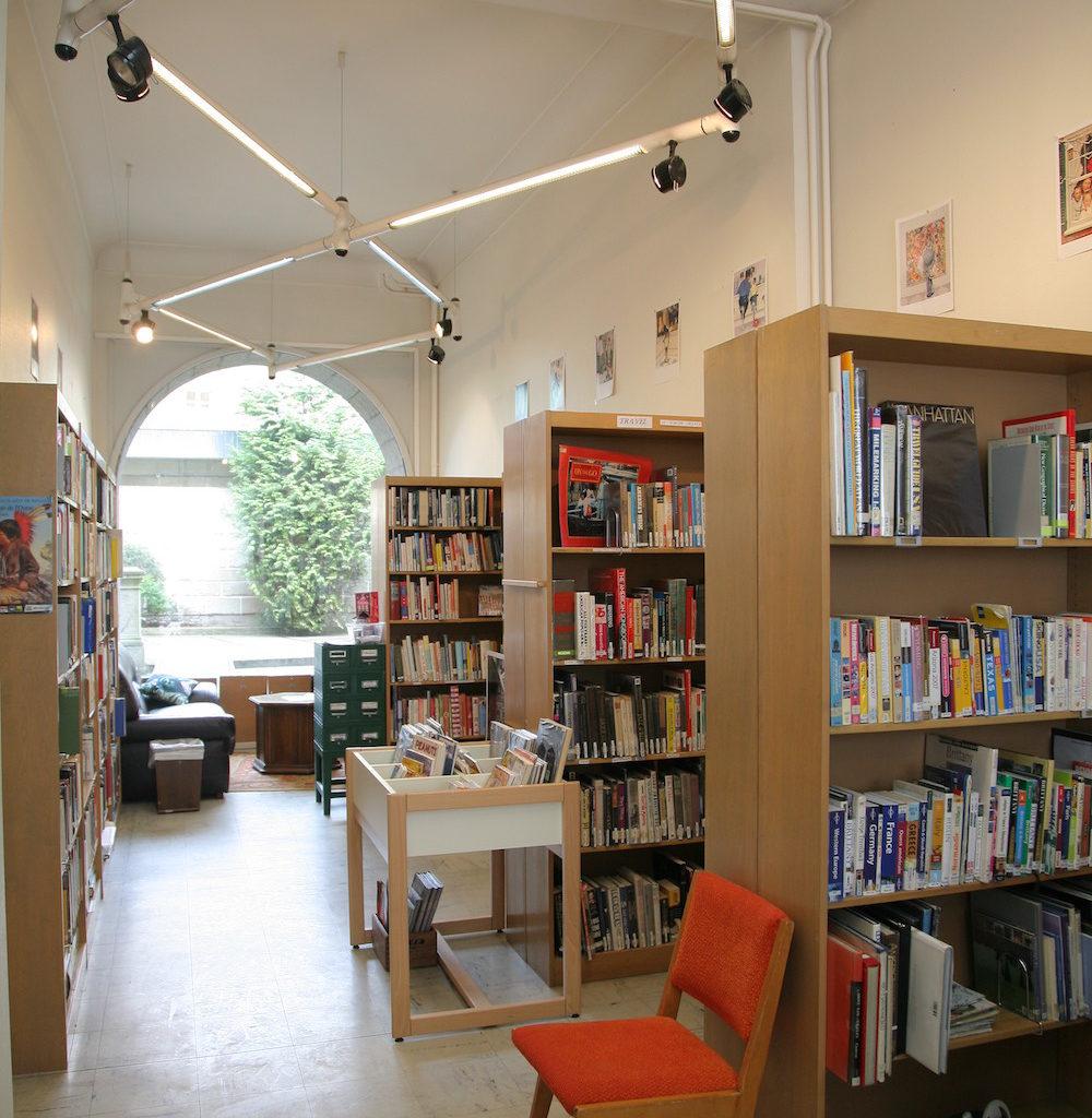 A La Mi-juin, La Bibliothèque Anglophone De L'Institut Franco-américain A Fermé Ses Portes Pour S'offrir Quelques Mois De Rénovation.